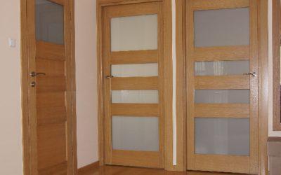 Naturalne drzwi dębowe lakierowane
