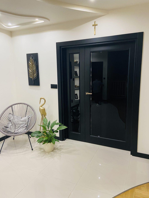 Czarne drzwi wewnętrzne